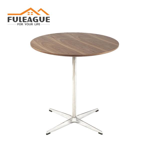 Arne Jacobse Swan Side Table FT015